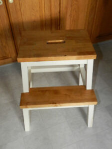 SOLID WOOD STEP STOOL