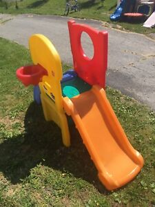 Small kids play structure