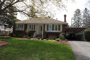 Luxuriously Upgraded 2+2 bedroom, open concept bungalow