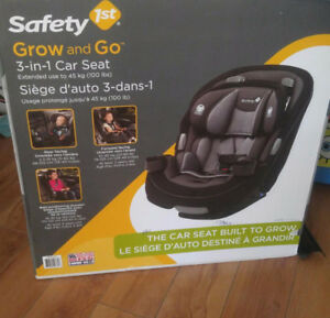 *New in Box* Safety First 3 in 1 Convertible Car Seat
