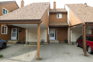 SCHMIDT REALTY GROUP - Well-maintained townhome in Ormsby Place