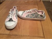 New Ladies floral canvas shoes in sizes 3-4-5-7