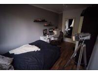 Nice and cosy double bedroom in flatshare in Poplar, Zone 2.