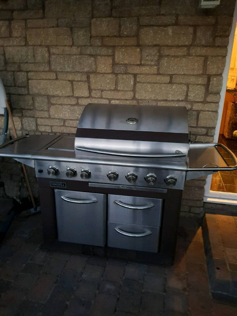 Gas barbeque and grill