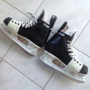 "SKATES--MICRON 9-60""--size 9.5--skates are like new---$35"