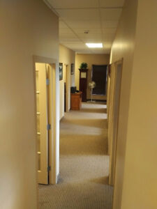 PROFESSIONAL OFFICE SPACE - FULLY FURNISHED - PRIME LOCATION