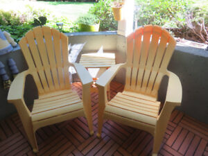 2 yellow andorak  chairs and side table in very good condition