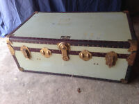 Trunk for shipping or storage