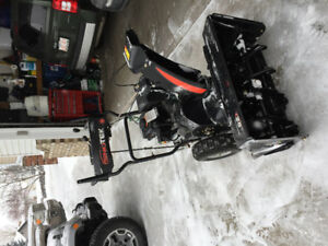 Br. New Snowteck 28 inches snow blower