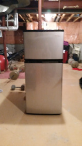 $225.00 - 4.3 Cu Ft Refrigerator for Student or Small Apt.
