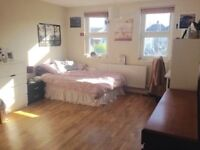 Ensuite room to rent in student house, amazing location...