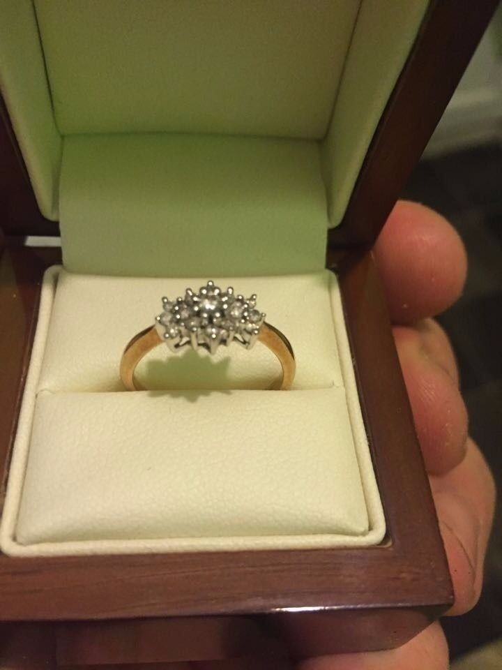 18 ct gold 0.25 dimond ring WELCOME TO VEIWin Hull, East YorkshireGumtree - 18 ct 0.25 diamond gold ring £180 Kingston upon Hull 18 ct gold diamond ring 1/4 diamond size L comes in nice wooden polished box will make a lovely pressant WELCOME TO VIEW will not go no less its worth more cost more then 600