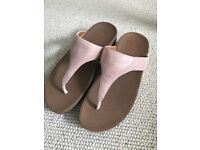 Fitflop suede toe-post