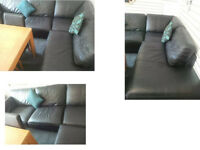 BLACK LEATHER CORNER SOFA VERY COMFY AND MODERN DESIGN SIZE AND INFO BELOW VIEWING WELCOME