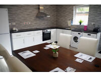 Beautiful 4 bedroom en-suite house with two rooms available for friendly housemates