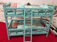 CHILDREN'S WOODEN TOY BUNK BED WITH TWO DOLLS, MATTRESSES AND PILLOWS