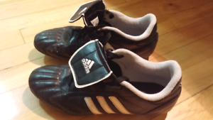 Size 7 Soccer Shoes (Men Sizing)