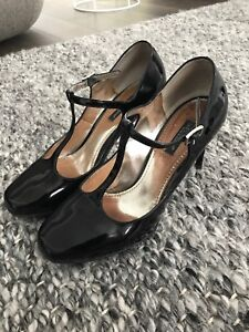 Excellent condition Dolce and Gabanna MaryJane Pumps