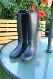 Toggi Riding Boots, child's size 13 (32 eur) in black.