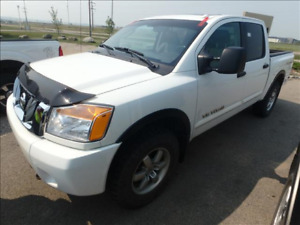 2011 Nissan Titan PRO-4X Pickup- Leather/Sunroof / Accident Free