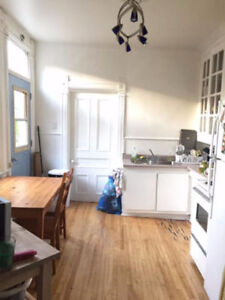Lease transfer for room in le plateau/mile end