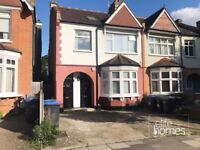 Large 2 Bedroom Flat In Palmers Green, N13, Local to Train Station, Great Location