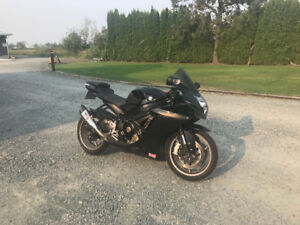 Gsxr 600 L1 with a bunch of Mods.