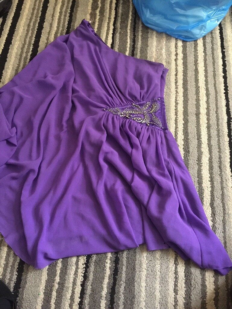 Lipsy dress never been wornin Hetton le Hole, Tyne and WearGumtree - Size 6 purple lipsy dress never been worn one shoulder with flared sleeve
