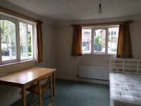 Big Double room close to ARU, River, and Centre