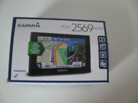 Nearly new Garmin sat nav - nuvi 2569 LMT-D (UK and Western Europe maps)