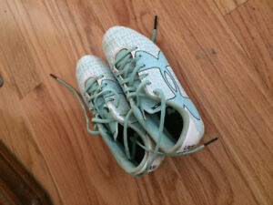GIRLS LIGHT BLUE UNDER ARMOUR SHOES - SIZE 1