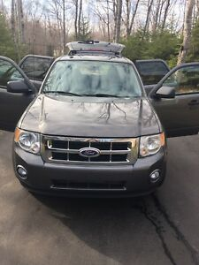 Ford Escape 2011 Manual (No Trades) NEEDS TO GO OBO