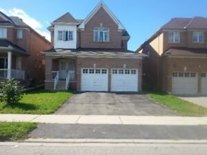 Large 4 bds/4 Washrooms single house in Thornhill