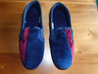 BRAND NEW BLUE and RED MEN'S SLIPPERS SIZE 9, NEVER WORN
