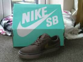 Nike SB Satire 2 Dark Green and Brown Trainers, Uk size 4 (NEW WITH BOX !!!)