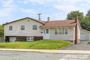 BEAUTIFUL HOME FOR SALE IN MOUNT PEARL $ 309000