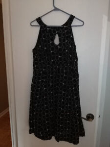 6 Robes (Large) / 6 Dresses (Large)