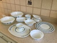 Pyrex dinner set