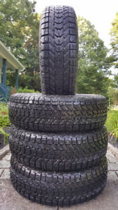 *PNEUS D'HIVER FIRESTONE ¨WINTER FORCE¨ P195/65R15 *11 & 12/32*