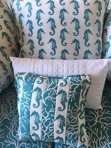 Stunning new nautical couch with 5 gorgeous pillows !