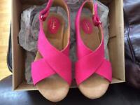 Clarks Suede pink platform sandals size 4(37) new