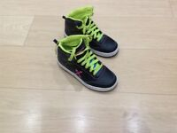 Hi-top girls skate shoes