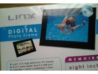 Linx digital photo frame
