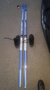 Ensemble de ski de fond (cross-country skis)
