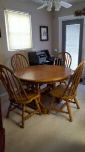 Oak dining table and 6 chairs.