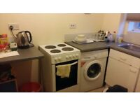 1 bed flat including electric and water bills, just minutes away from station