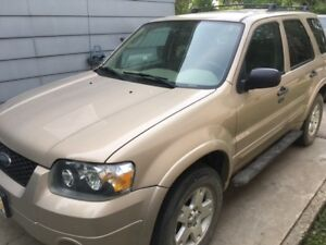 2007 Ford Escape XLT AWD - LOW KMS!!