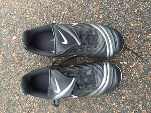 Youth Nike Size 2 Soccer Cleats