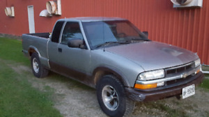 2002 Chevy s10  2 wheel drive standard