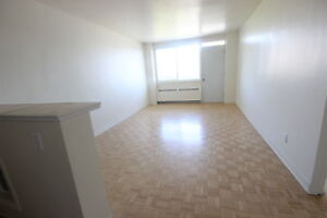 Renovated 3.5 available immediately - DOWNTOWN - GUY CONCORDIA
